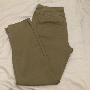 NY&C | 3/4 pants in olive green